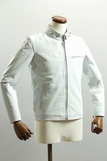 白いライダースジャケット