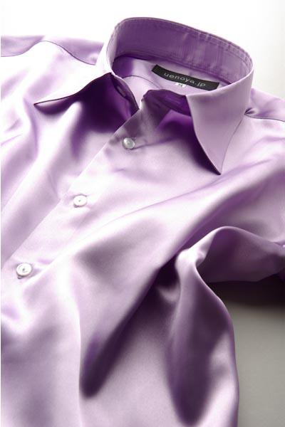 薄紫色のシャツ