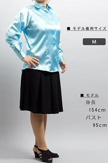 ライトブルーのシャツ