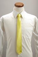 霜降り明星黄色いネクタイ